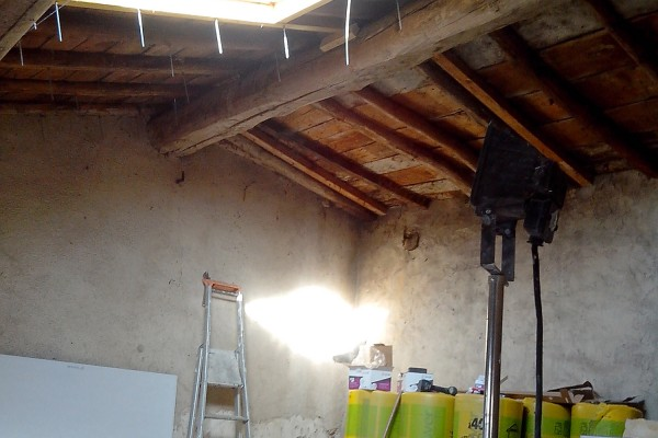 rénovation intérieure combles avant 2 avant - solution travaux rénovation